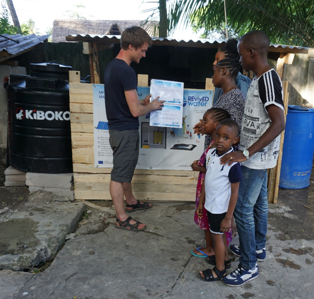 Florian Martini (Phaesun) explains how the REvivED water system works to local youths